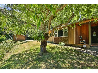 Coos Bay Single Family Home For Sale: 1520 Barham Tr