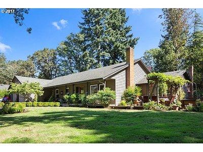 Milwaukie Single Family Home For Sale: 14296 SE Fairoaks Ave