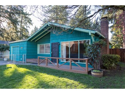 Portland Single Family Home For Sale: 3715 SE 119th Ave