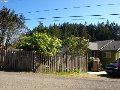 Gold Beach OR Single Family Home For Sale: $149,500