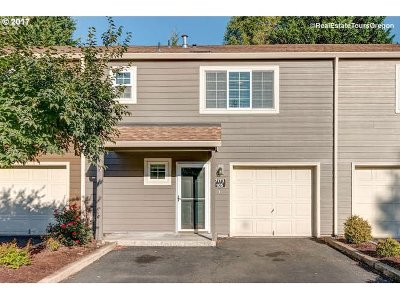 Tualatin Condo/Townhouse For Sale: 7173 SW Sagert St #105