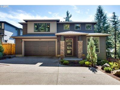 West Linn Single Family Home For Sale: 2442 Crestview Dr