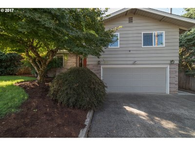 Eugene Single Family Home For Sale: 2080 City View St