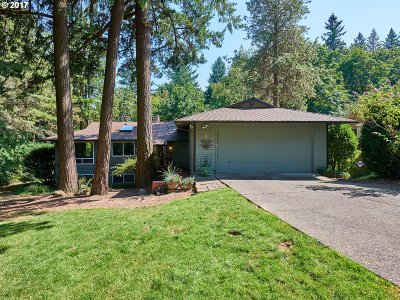 Lake Oswego Single Family Home For Sale: 8 Pimlico Ter