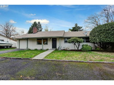 Portland Single Family Home For Sale: 2801 SE 166th Ave