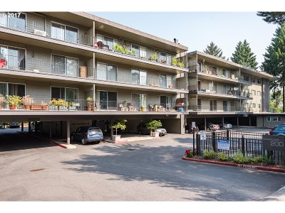 Lake Oswego Condo/Townhouse For Sale: 200 Burnham Rd #208