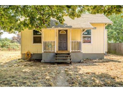 Portland Single Family Home For Sale: 10730 SE Harold St