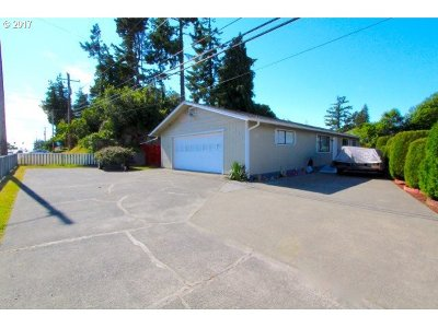 North Bend Single Family Home For Sale: 2330 Newmark