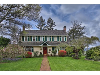 Coos Bay Single Family Home For Sale: 290 N 2nd Ct