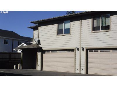 Brookings Condo/Townhouse For Sale: 1120 Fifield St #A-1