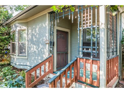 Portland Single Family Home For Sale: 3909 SE 65th Ave