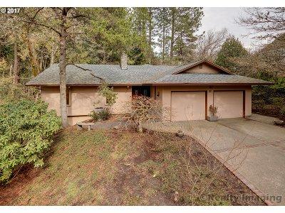 Portland Single Family Home For Sale: 5319 SW Thomas St