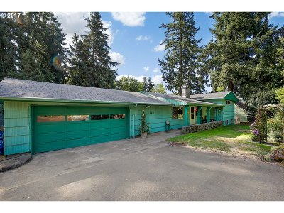 Milwaukie Single Family Home For Sale: 3310 SE Westview Ave