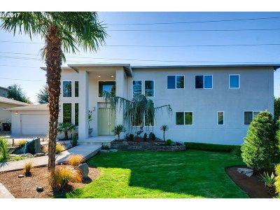 Portland Single Family Home For Sale: 9078 SW Monterey Pl