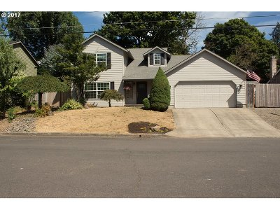 Milwaukie Single Family Home For Sale: 16754 SE Austin St
