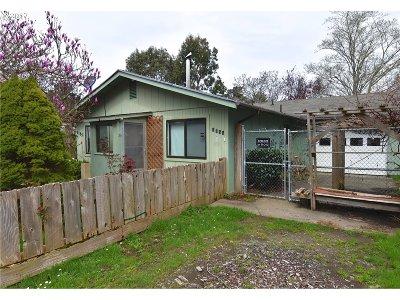 Bandon Single Family Home For Sale: 1155 Division St NE