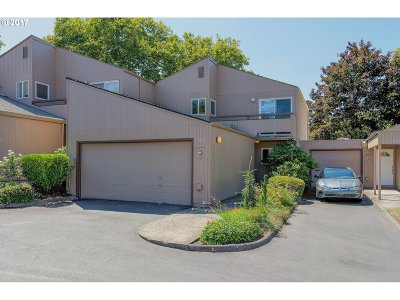 Beaverton Condo/Townhouse For Sale: 1653 NW Rolling Hill Dr