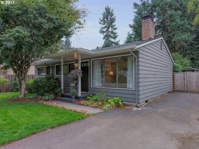 Lake Oswego Single Family Home For Sale: 16215 Lake Forest Blvd