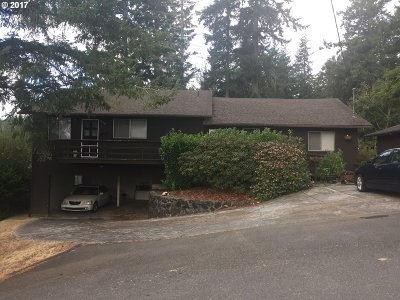 Coos Bay Multi Family Home For Sale: 957 S 11th St