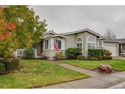 Eugene Single Family Home For Sale: 3220 Crescent Ave Space 1 #1