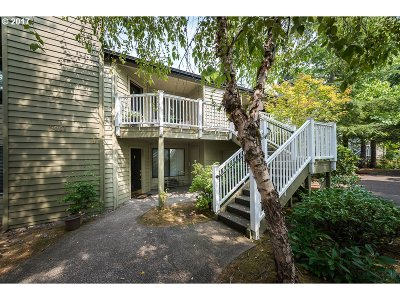Lake Oswego Condo/Townhouse For Sale: 5061 Foothills Dr #D