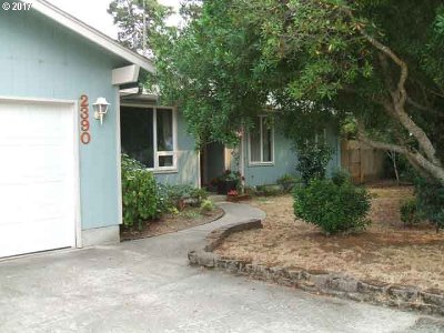 Single Family Home For Sale: 2390 Spruce St