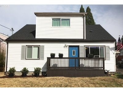 Milwaukie Single Family Home For Sale: 3313 SE Vineyard Rd