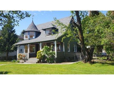 Portland Single Family Home For Sale: 5531 NE Cleveland Ave