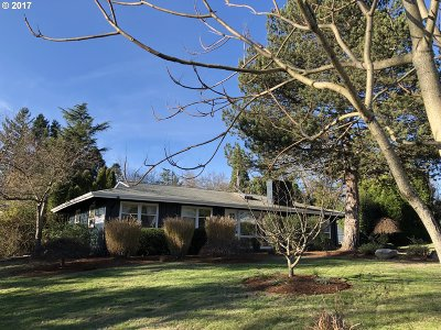 Portland Single Family Home For Sale: 1995 SW Huntington Ave
