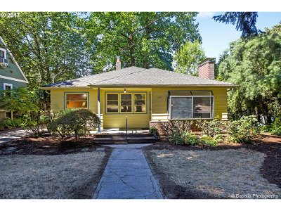 Portland Single Family Home For Sale: 8707 SW 19th Ave