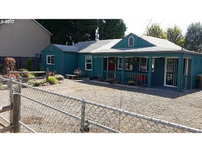 Single Family Home For Sale: 11848 SE Yamhill St