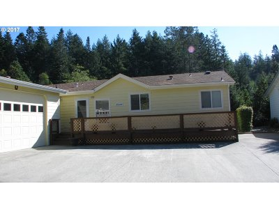 Gold Beach Single Family Home For Sale: 29309 Dottie Ln