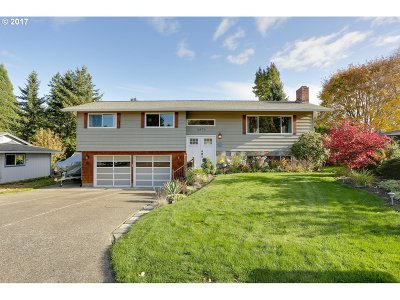 Milwaukie Single Family Home For Sale: 16974 SE Blanton St
