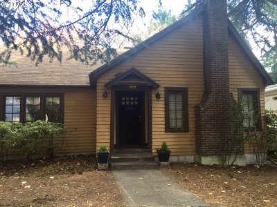 Portland Single Family Home For Sale: 8144 SW 56th Ave