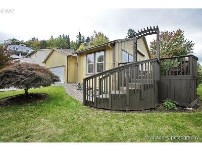 Gresham Single Family Home For Sale: 625 SW Miller Ct