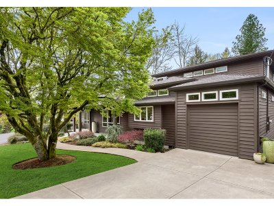 Portland Single Family Home For Sale: 8375 SW Fairway Dr