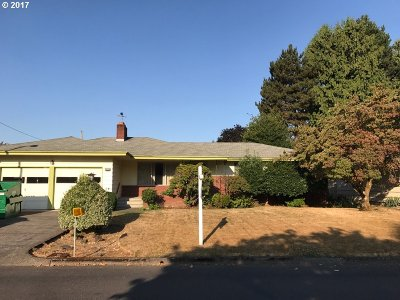 Milwaukie Single Family Home For Sale: 8629 SE 34th Ave