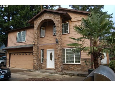 Portland Single Family Home For Sale: 1704 SE 148th Ave