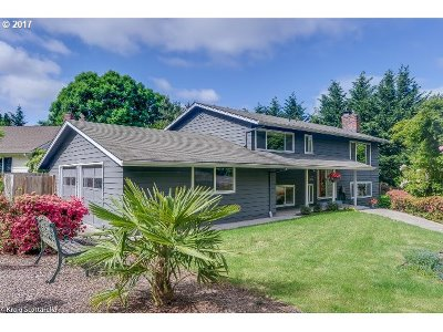 Portland Single Family Home For Sale: 11460 SW Lanewood St