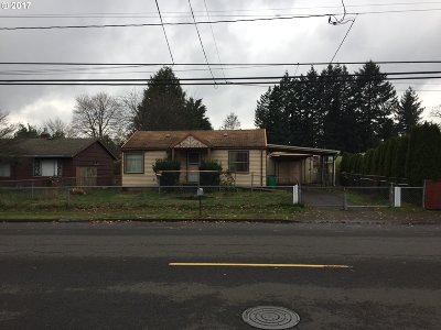 Portland Single Family Home For Sale: 2245 SE 112th Ave