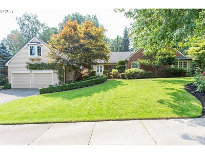 Lake Oswego Single Family Home For Sale: 1420 Morning Sky Ct