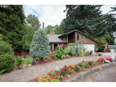 Gresham Single Family Home For Sale: 987 SW Florence Ct