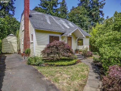 Lake Oswego Single Family Home For Sale: 16580 Maple Cir