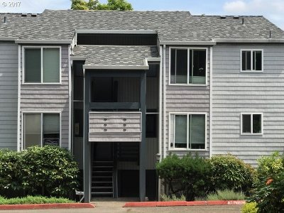 Lake Oswego Condo/Townhouse For Sale: 47 Eagle Crest Dr #55