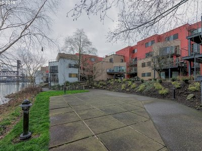 Portland Condo/Townhouse For Sale: 920 NW Naito Pkwy #J-7