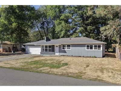Milwaukie Single Family Home For Sale: 8011 SE Southgate St