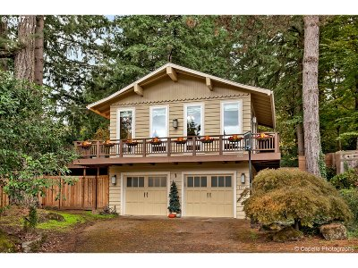 Lake Oswego Single Family Home For Sale: 17736 Cardinal Ct