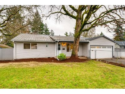 Milwaukie, Gladstone Single Family Home For Sale: 12686 SE 23rd Ave