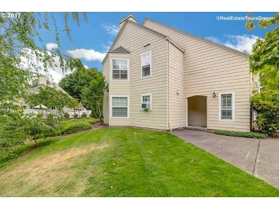 Wilsonville Condo/Townhouse For Sale: 8615 SW Curry Dr #B