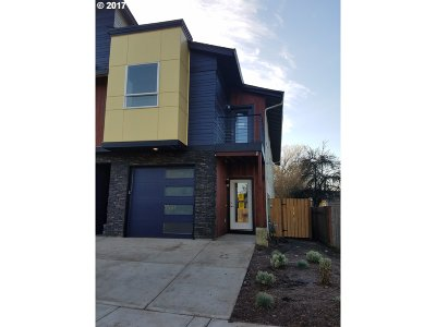 Hillsboro Single Family Home For Sale: 7250 SE Johnson St